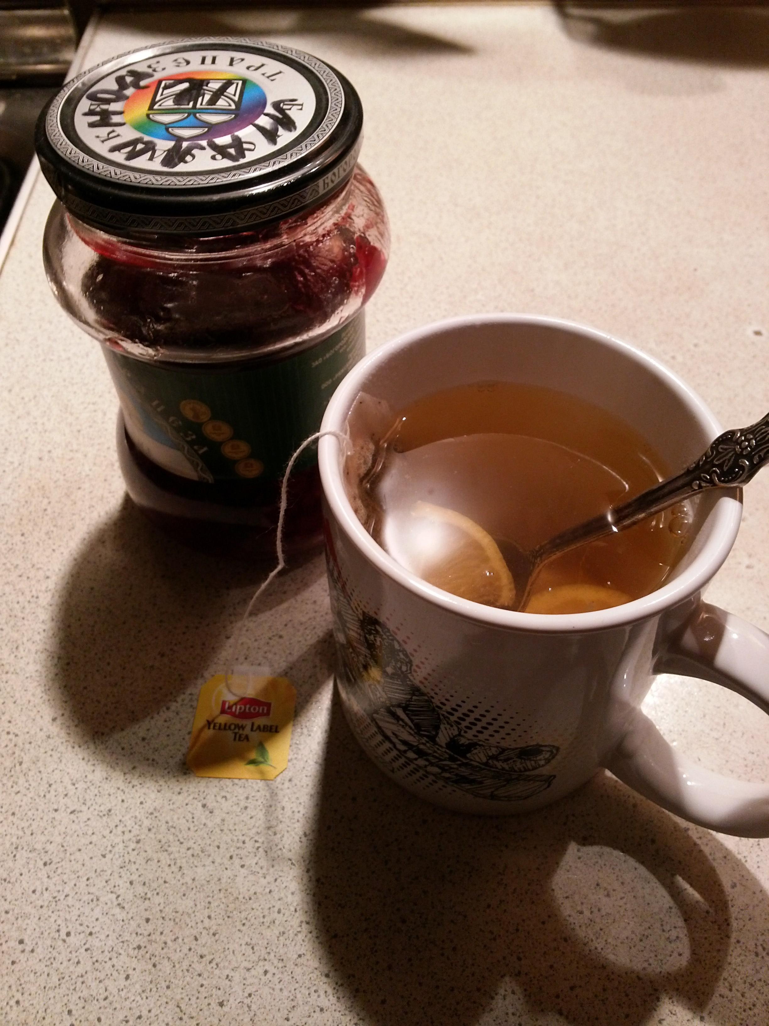 ...и чай с малиновым вареньем.
