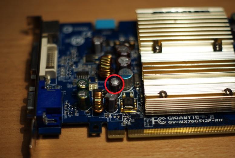 Помимо отвала памяти, имеется один вздувшийся конденсатор.