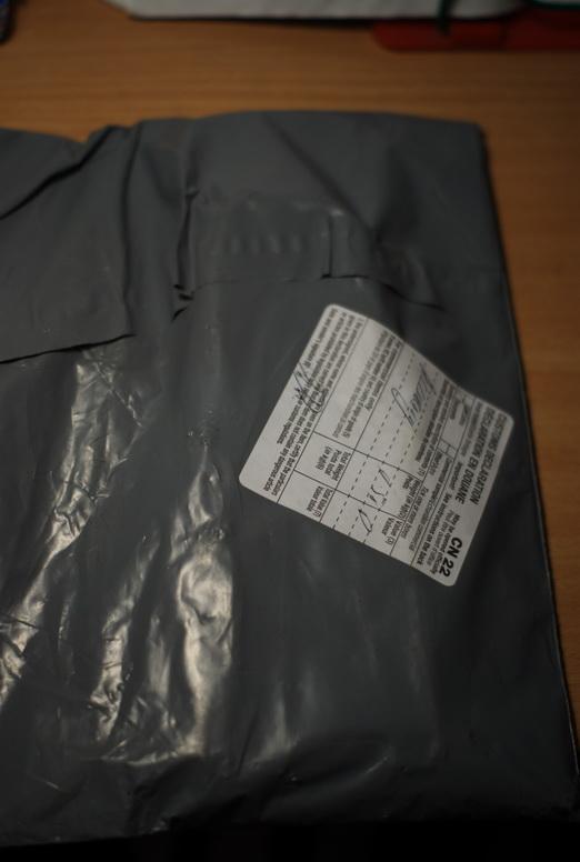 Плотный пакет с обжимным инструментом, ничего не завёрнуто.