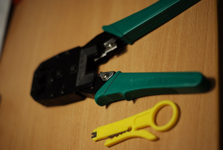 Обжимное и нож для очистки провода