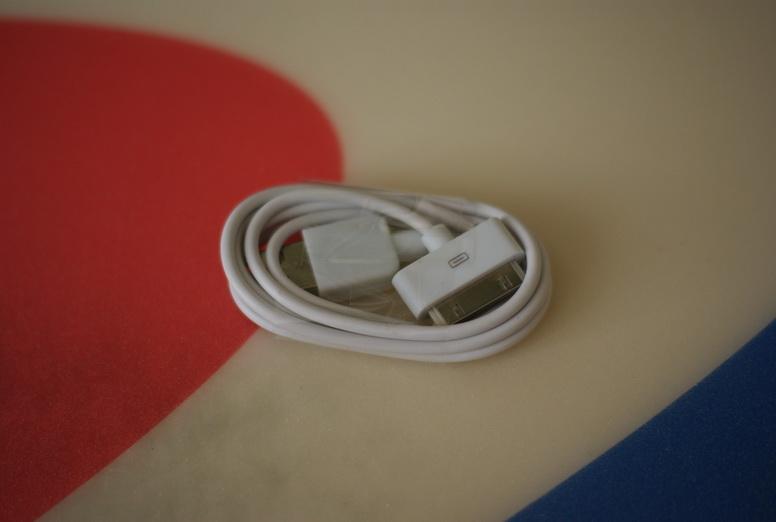 Ещё новый и в упаковке шнурок для iPhone или iPod