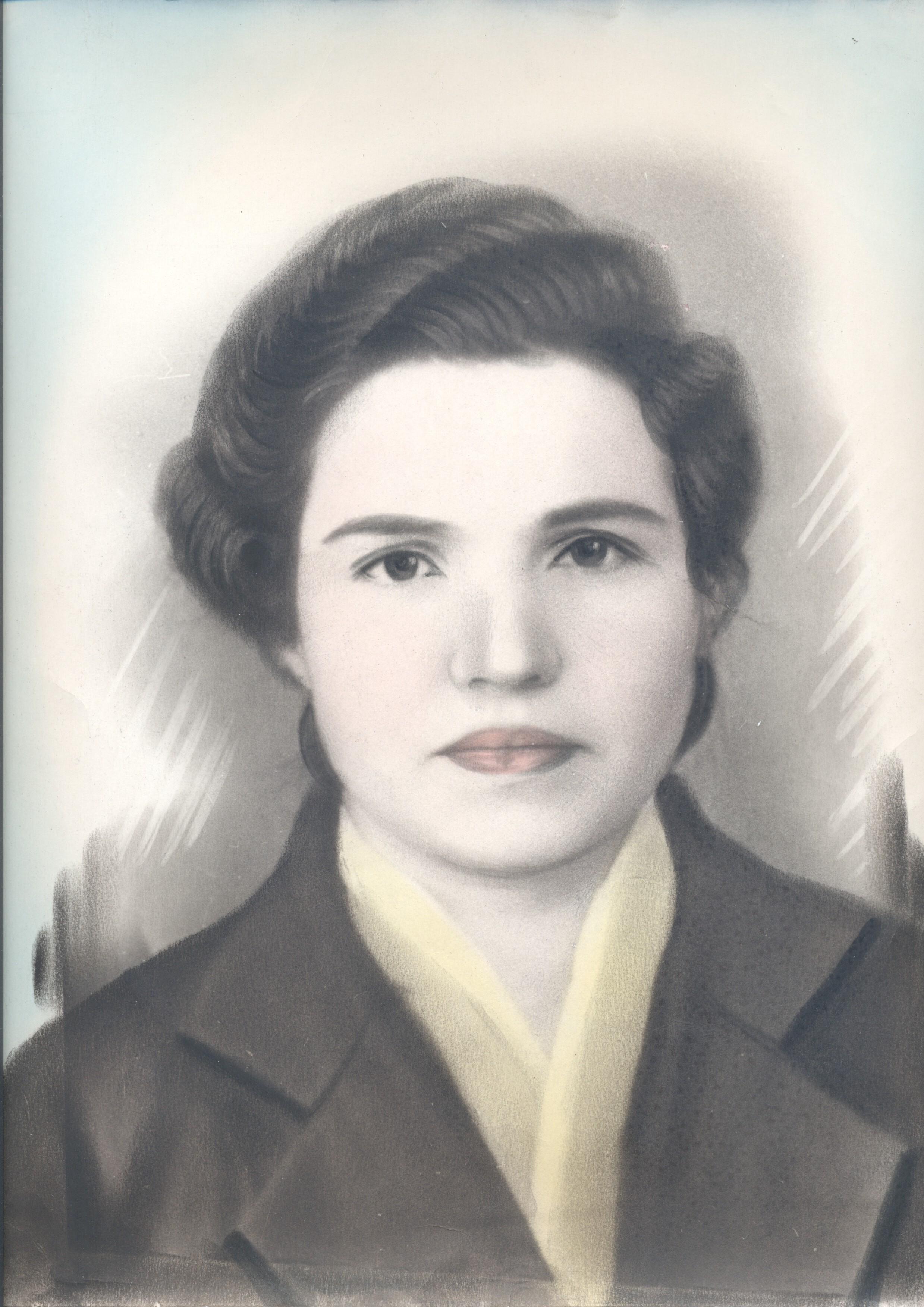 А это портрет моей бабушки в молодости.