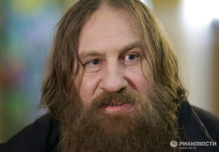 Жерар Депардьё в роли Распутина.