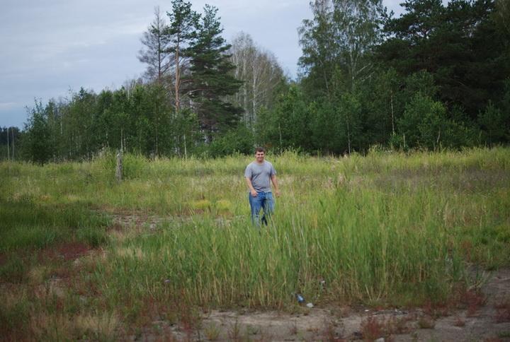 Хохол исследует и поливает леса